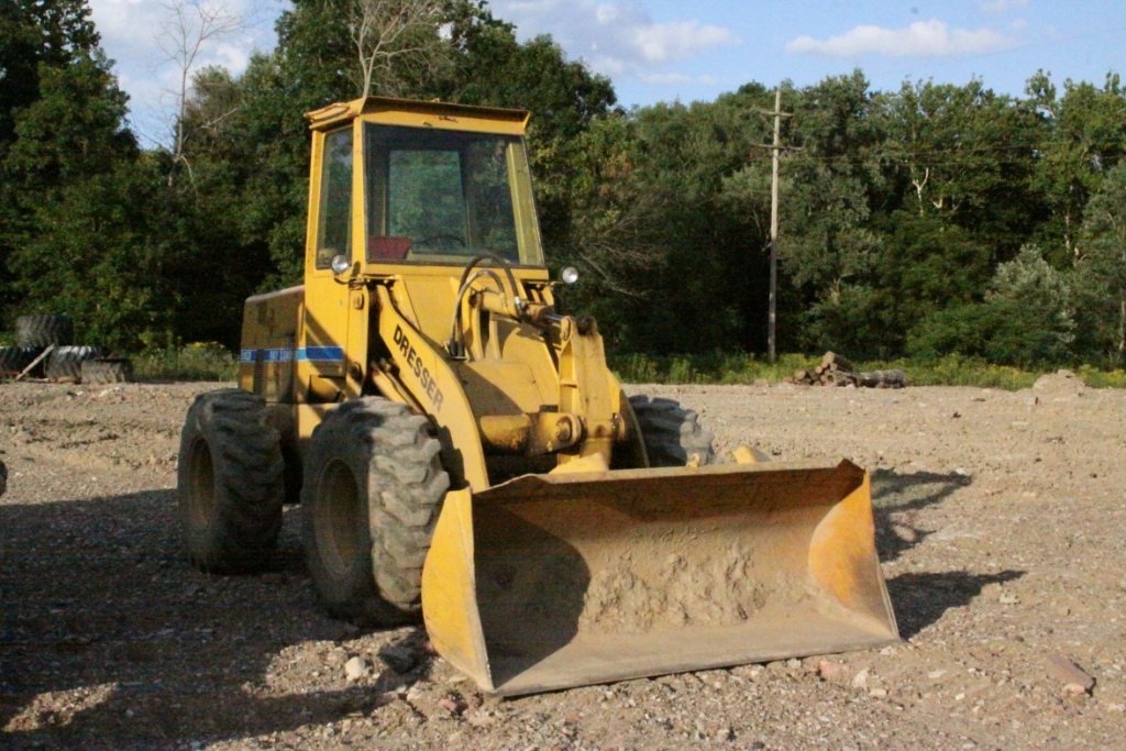 '81 Int'l 510 Dresser Wheel Loader w-Forks & Yard Bucket $17,800